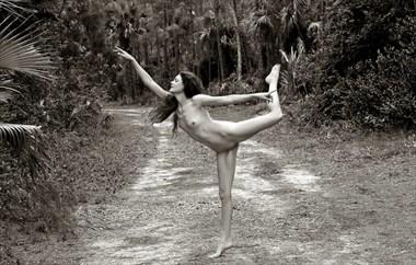 Dance Artistic Nude Photo by Model Lisa Everhart