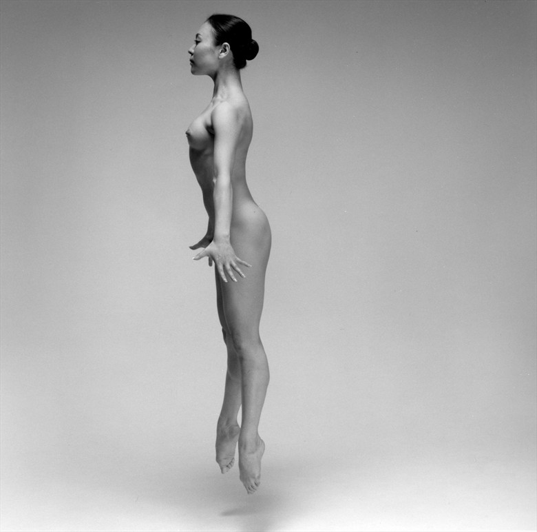 Dance Artistic Nude Photo by Photographer Tadashi