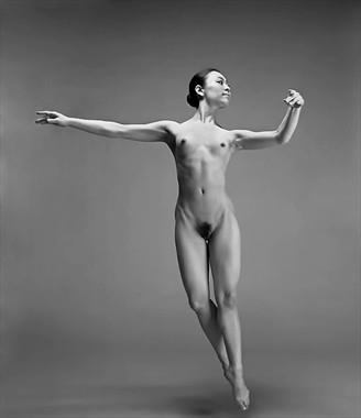 Dance Artistic Nude Photo by Photographer Tadashi