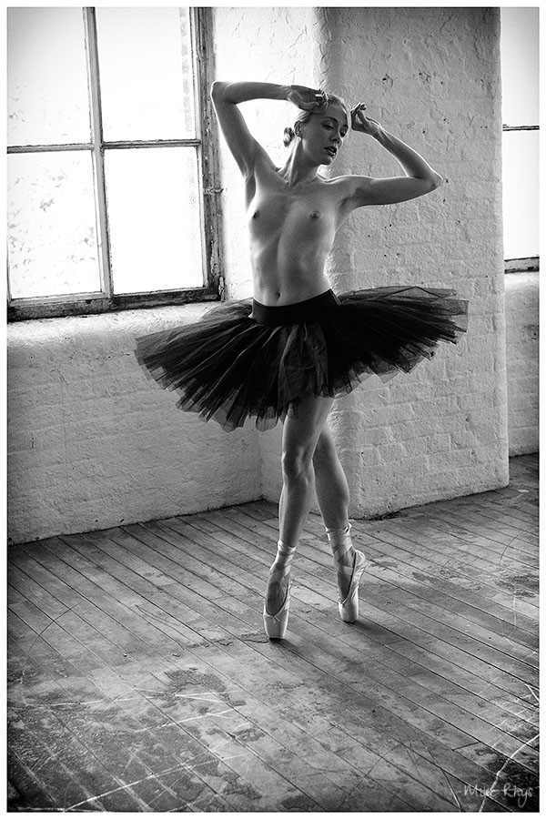 Dance for me Artistic Nude Photo by Photographer Mike Rhys