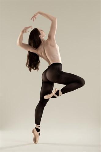 Dancer Studio Lighting Photo by Photographer Klompie