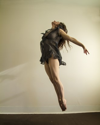 Dancer in flight Artistic Nude Photo by Photographer James W