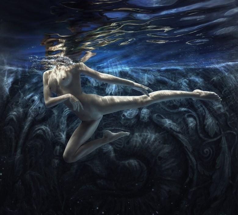 Dark world Artistic Nude Photo by Photographer dml