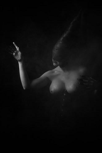 Darkened Princess  Erotic Photo by Photographer ASHZ