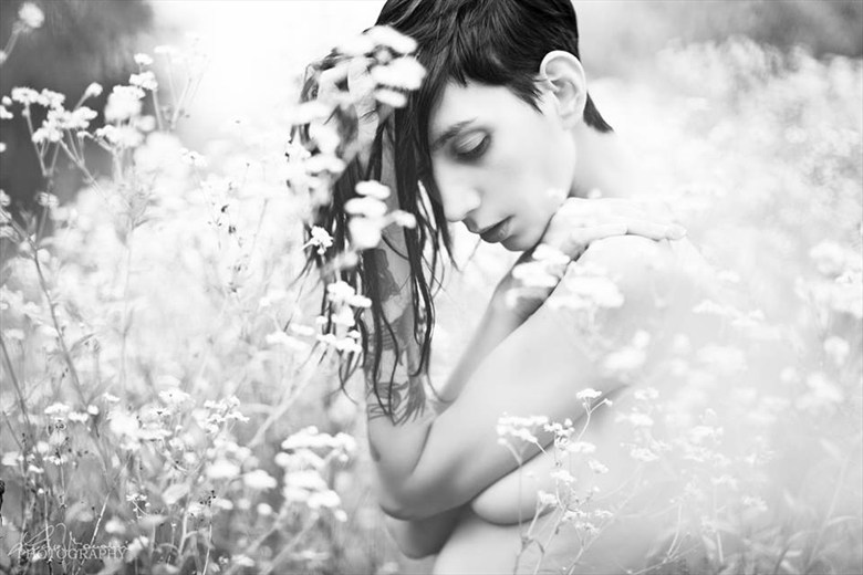 Delicacy Artistic Nude Photo by Photographer Lucia Mondini