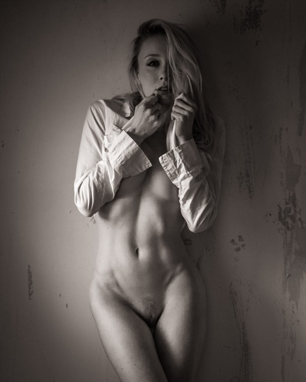 Distressed   KC Artistic Nude Photo by Photographer Barrie