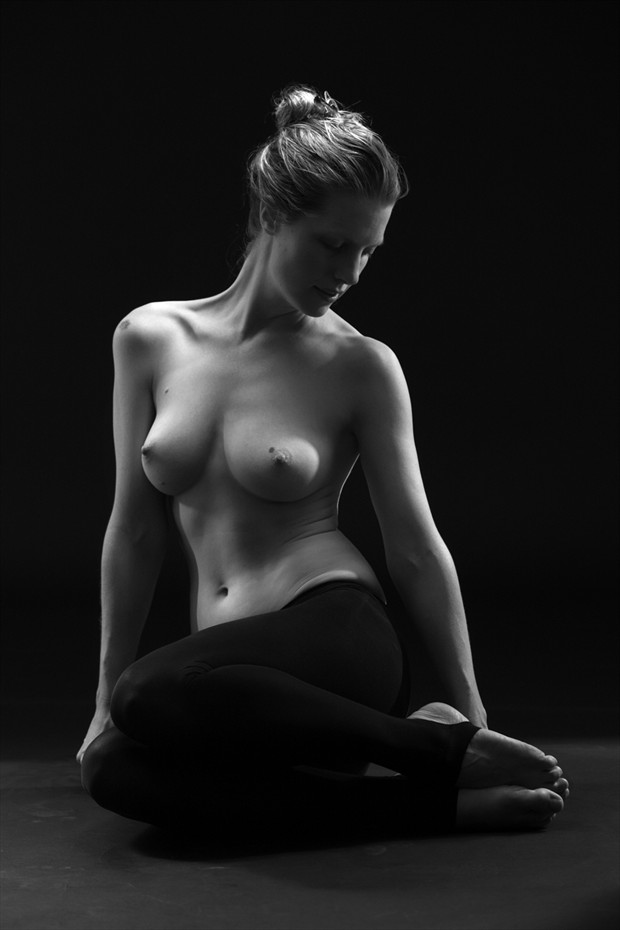 Elegance Artistic Nude Photo by Model Joanna