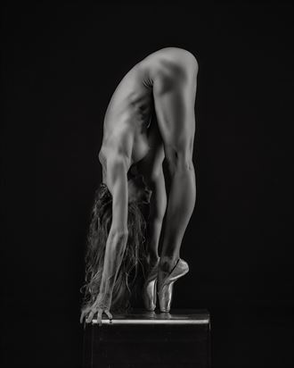 En pointe Artistic Nude Photo by Photographer Randall Hobbet