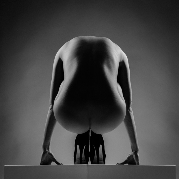 Equilibrium Artistic Nude Photo by Photographer Nudaluce