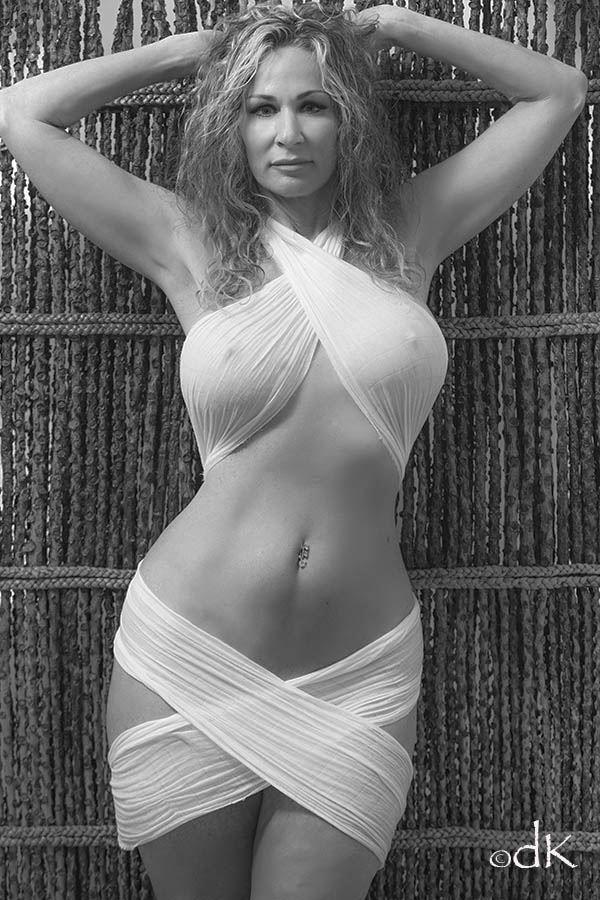 Erotic Glamour Photo by Model Sirsdarkstar