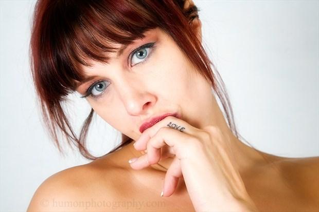 Expressive Portrait Photo by Photographer humon photography