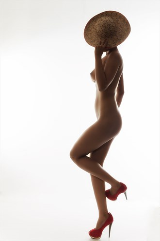 FEMALE FIGURE WITH HAT RED SHOES Artistic Nude Photo by Photographer IG