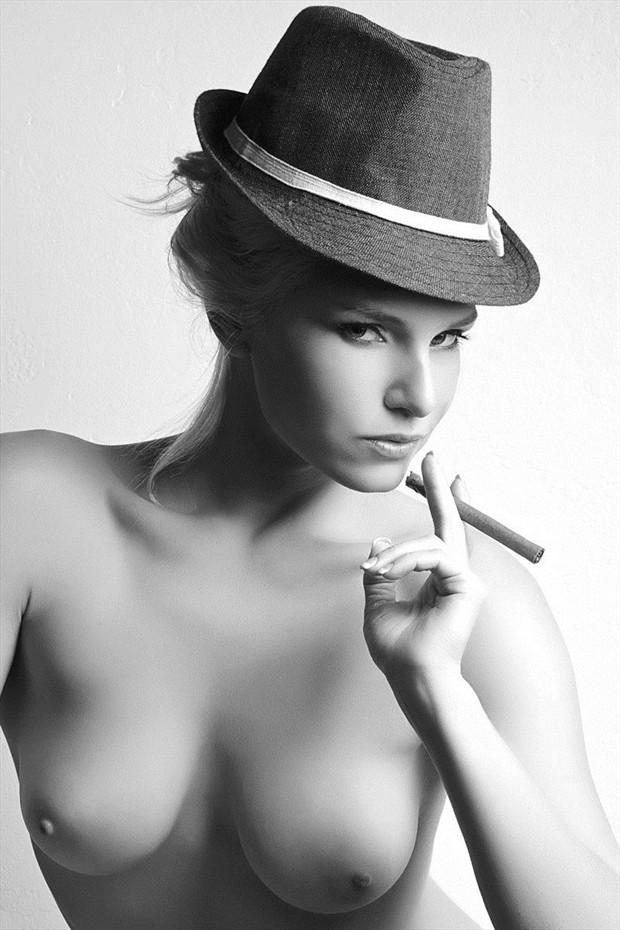 Fedora. Artistic Nude Photo by Photographer d o u g l a s