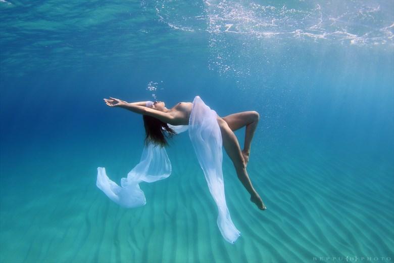 Floating in the Now Artistic Nude Photo by Model Reece de la Tierra