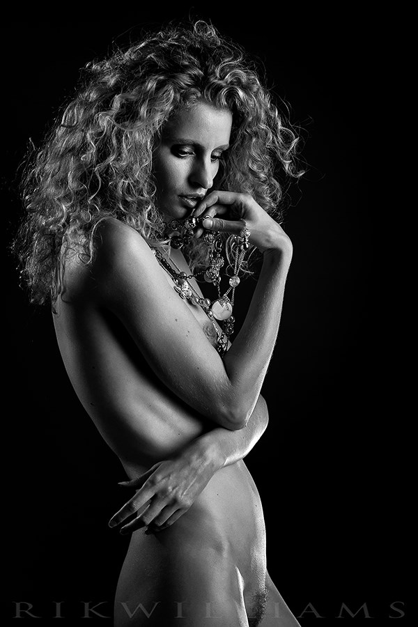 Fredau Artistic Nude Photo by Photographer Rik Williams