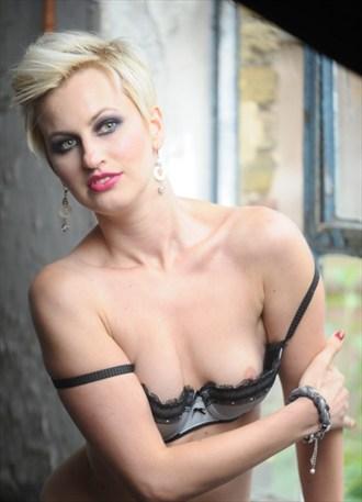 Glamour Implied Nude Photo by Photographer Simon