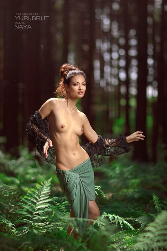Green story Artistic Nude Photo by Photographer Yuri Brut