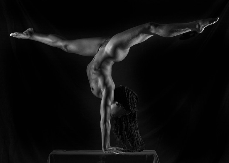 Hand Balance Progress Artistic Nude Photo by Model QUINTESSENCE