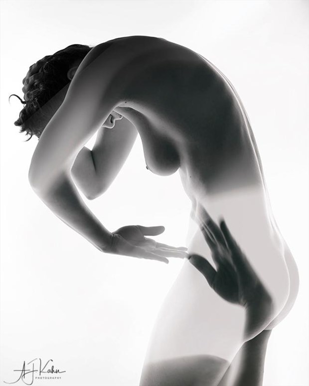 Hand To God Artistic Nude Photo by Model Daisy Von