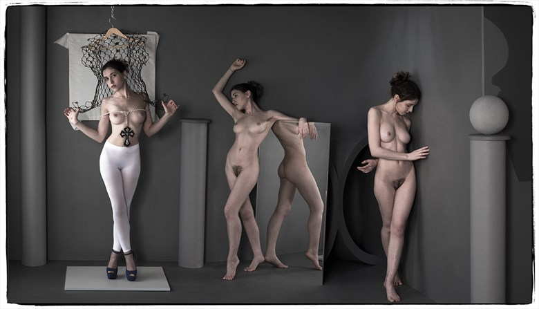 Hangtime Artistic Nude Photo by Photographer Thomas Sauerwein