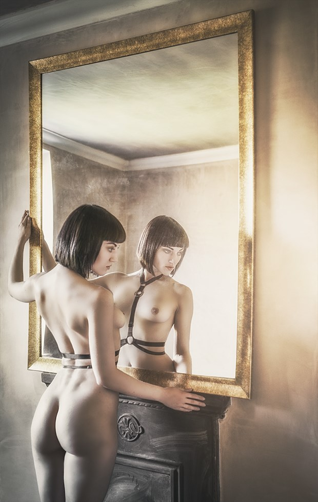 Homage to DT Artistic Nude Photo by Photographer Gary Latham