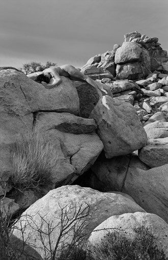 How to blend into the Natural Landscape Artistic Nude Artwork by Photographer Thom Peters Photog