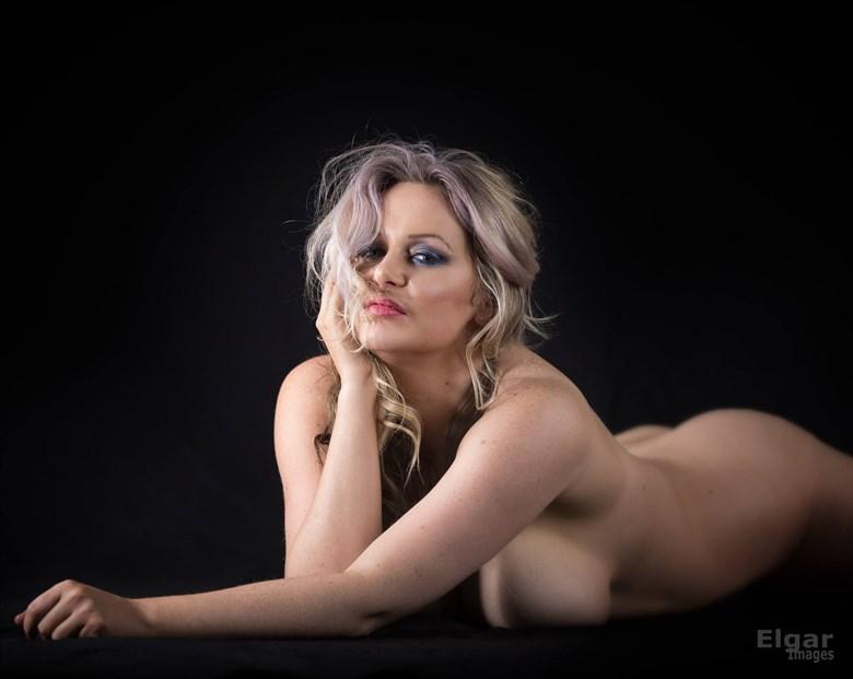 Implied Curves Artistic Nude Photo by Model Kelly_Kooper