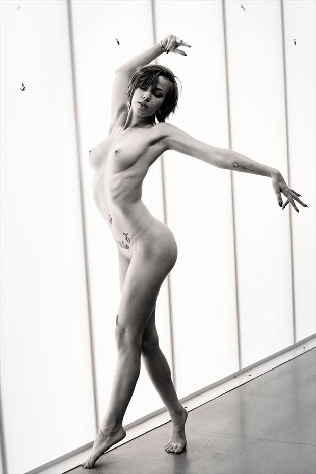 Improv. Dance Artistic Nude Photo by Model Saturn Werde