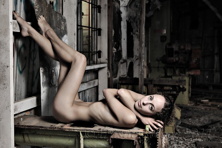 In Waiting Artistic Nude Photo by Model Mauvais