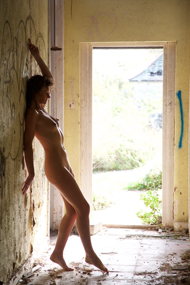 In the corridor Artistic Nude Photo by Model skycladpixie