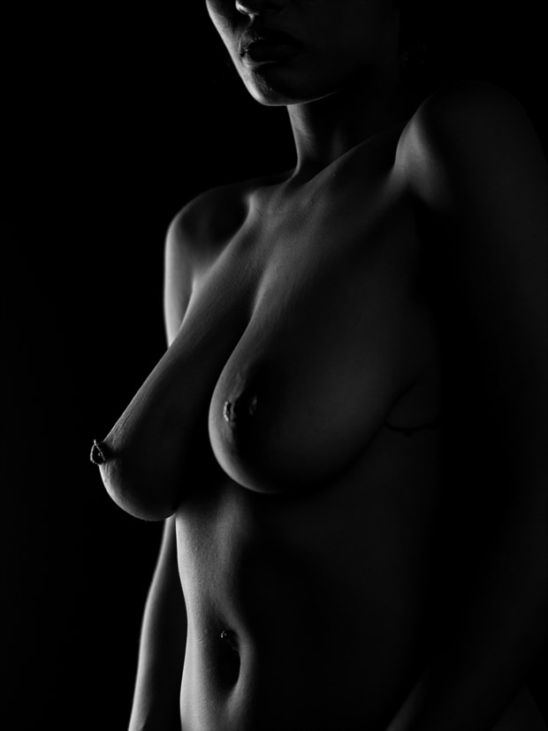In the shade  Artistic Nude Photo by Model Orokia Ma%C3%AFna