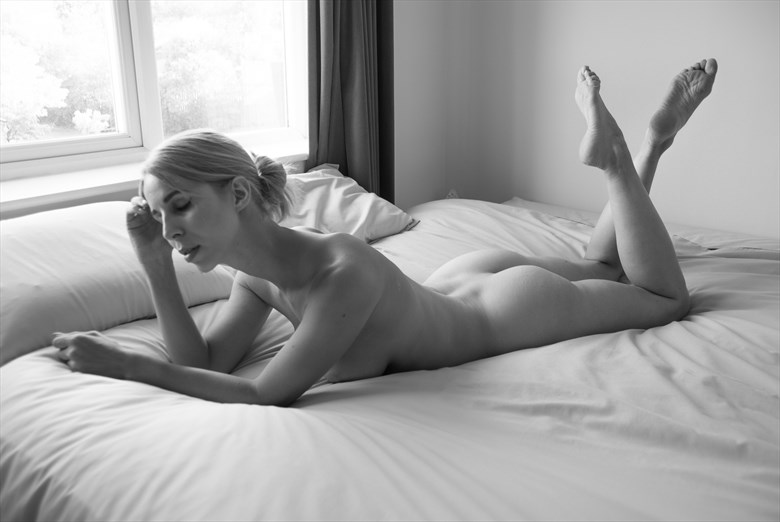 In thought Artistic Nude Photo by Photographer BarleyFields