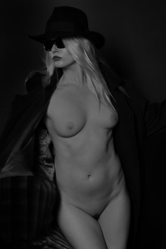 Incogneto Artistic Nude Photo by Photographer Micky Thompson