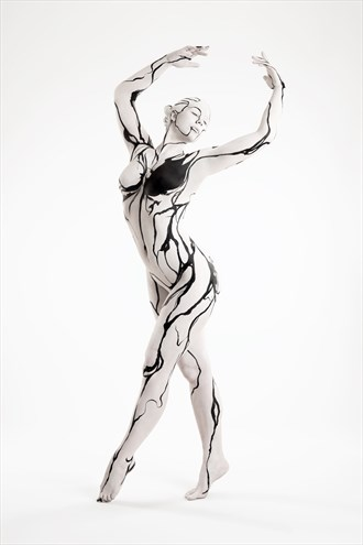 Ink dancer Body Painting Photo by Photographer Klompie