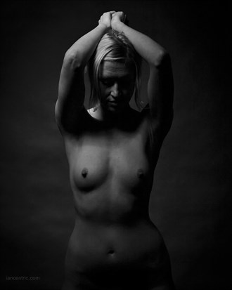 Kat 1 Artistic Nude Photo by Photographer iancentric