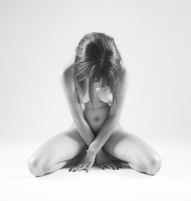 Kneeling Artistic Nude Photo by Photographer Allan Taylor