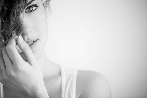 L'oeil Natural Light Photo by Photographer MadiouART