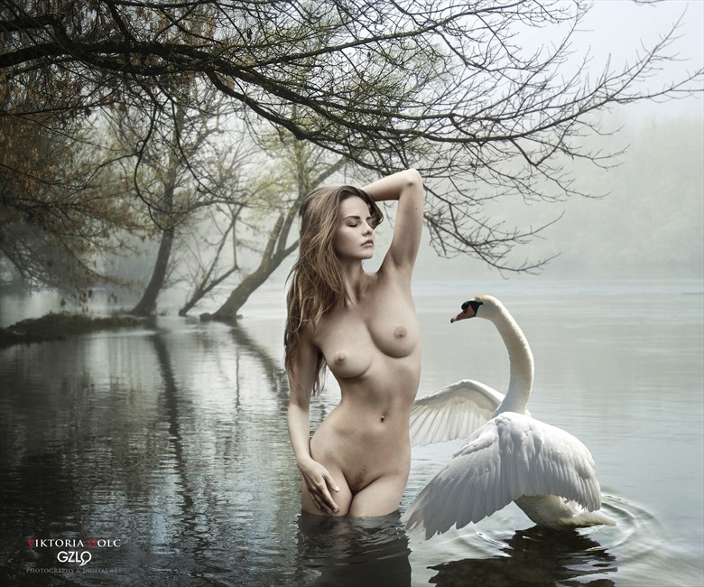 LEDA And The SWAN Artistic Nude Photo by Artist GonZaLo Villar
