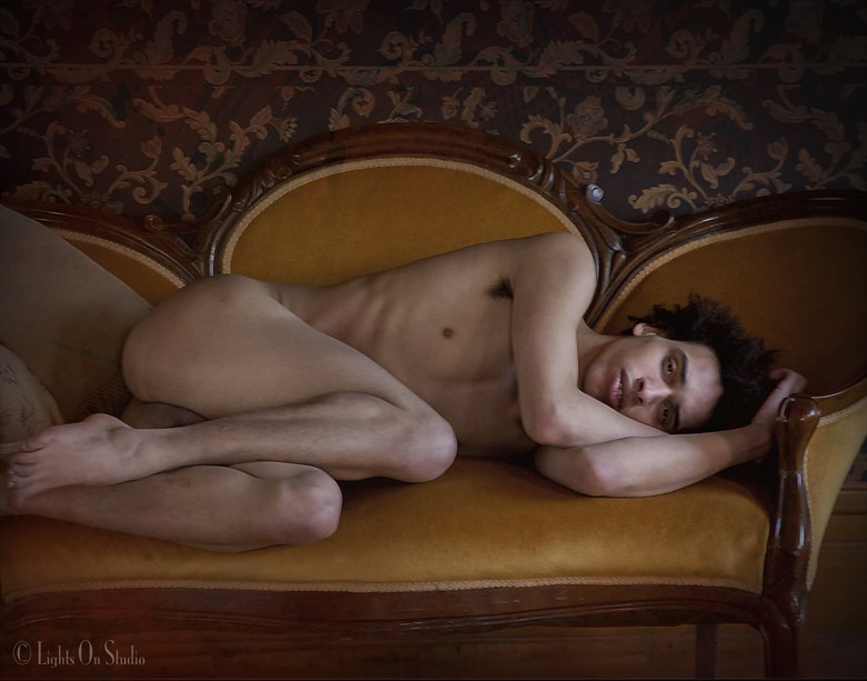 LOVE SEAT Artistic Nude Photo by Photographer thomasnak