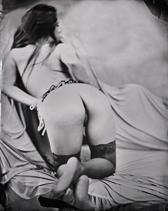 La Santa en su camera II Erotic Photo by Photographer Nalla Senrab