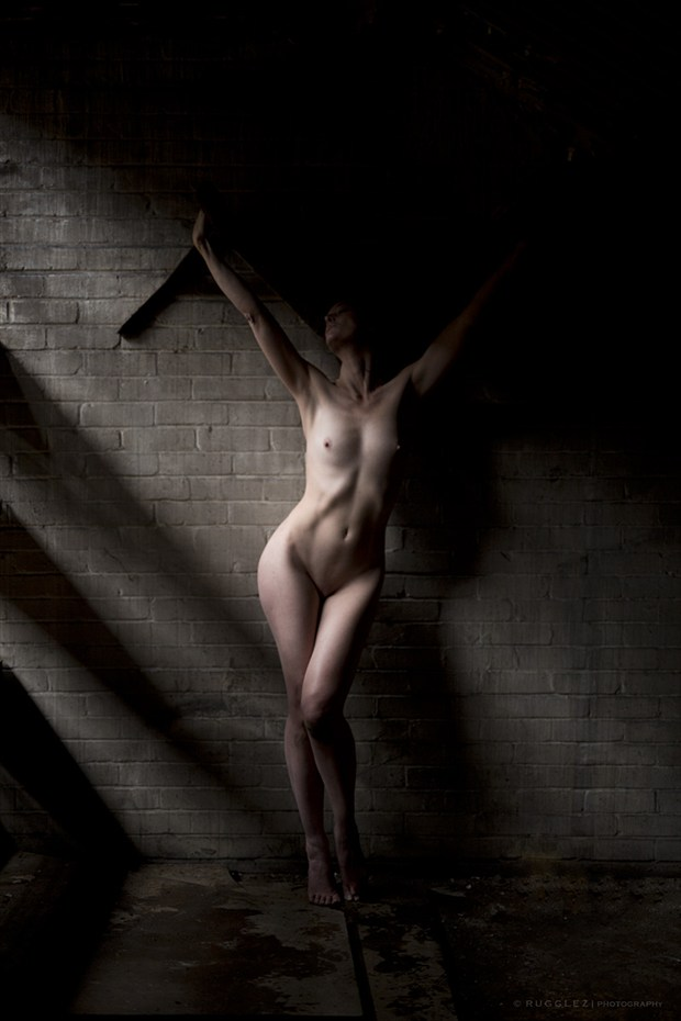 Left hanging.. Artistic Nude Photo by Model Marmalade