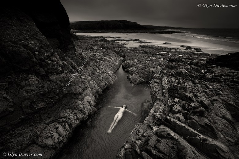 Life In Rock Pools Artistic Nude Photo by Photographer Glyn Davies