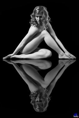 Linda as a triangle Implied Nude Artwork by Photographer johankoops