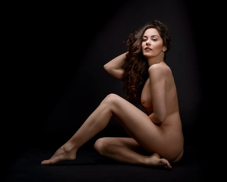 Living Lines Artistic Nude Photo by Model ArainaN