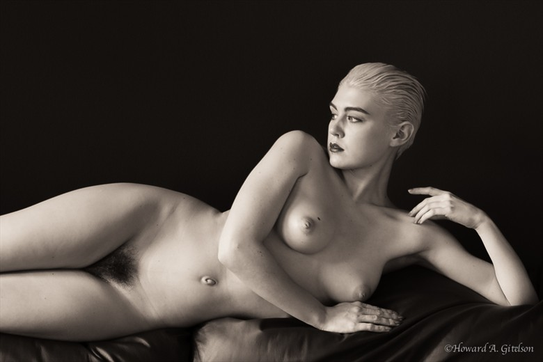 Lo on the couch Artistic Nude Photo by Photographer HGitel