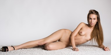 Maria lying Artistic Nude Photo by Photographer Steven World