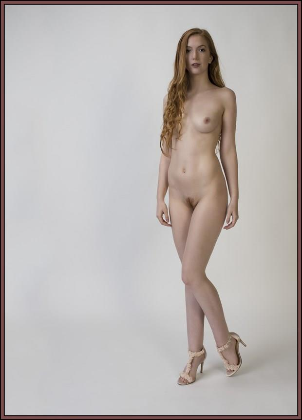 Mary Lou Artistic Nude Photo by Photographer Tommy 2's