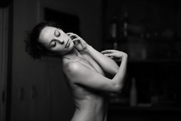 Mauvais Artistic Nude Photo by Photographer Juan Mariaca