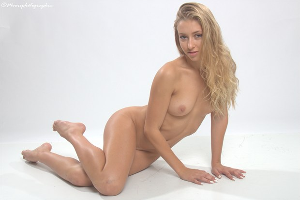 Mia Artistic Nude Photo by Photographer MoorePhotoGraphix