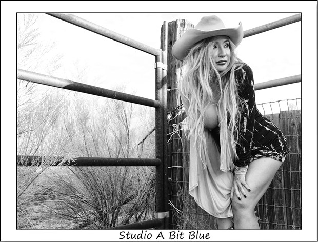 Michelle At Reata Pass Artistic Nude Photo by Photographer Studio A Bit Blue